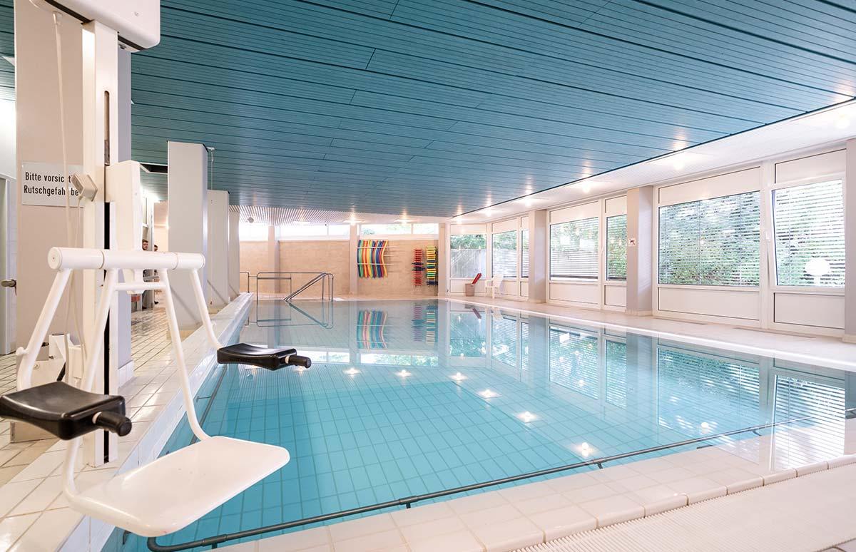 Fotoshooting im Schwimmbad der Rehaklinik